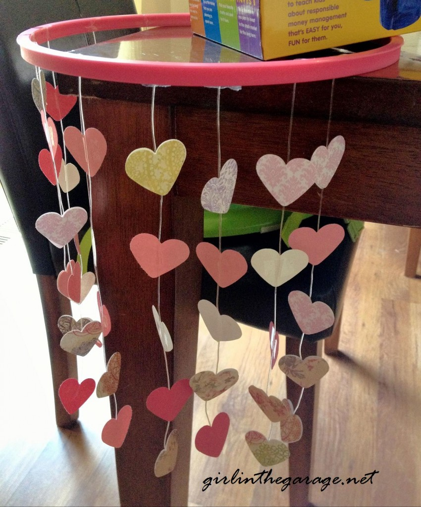 Hanging Hearts Mobile I girlinthegarage.net - Perfect for Valentine's Day or in a little girl's bedroom!