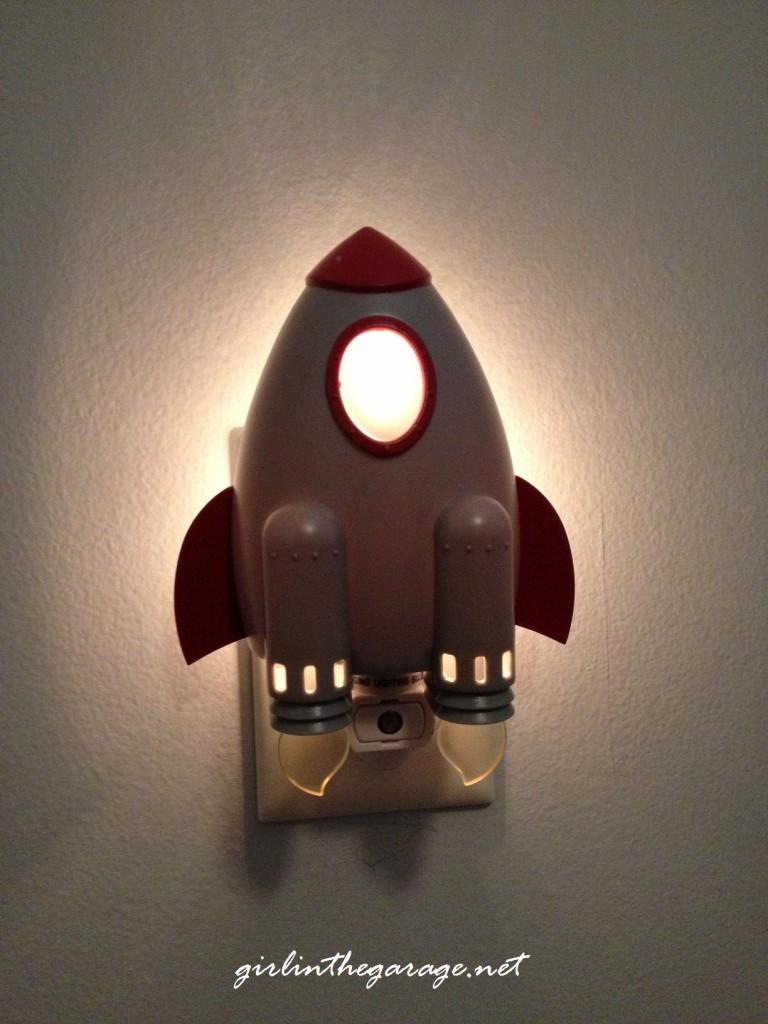 Rocket night light - Boy's bedroom - Girl in the Garage