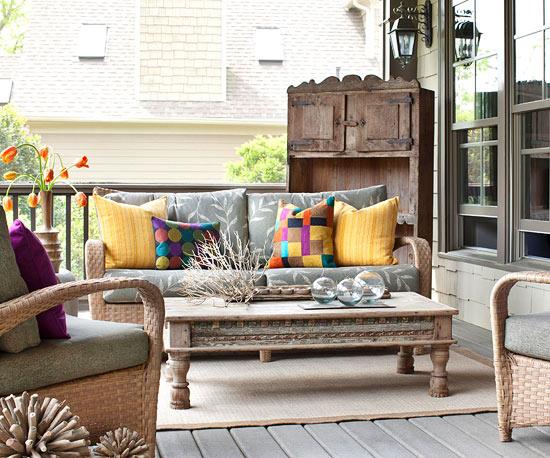 Outdoor living room on porch {via Better Homes & Gardens}