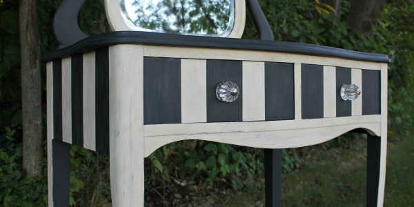 IMG_0870-vanity-annie-sloan-chalk-paint-middle-FEAT