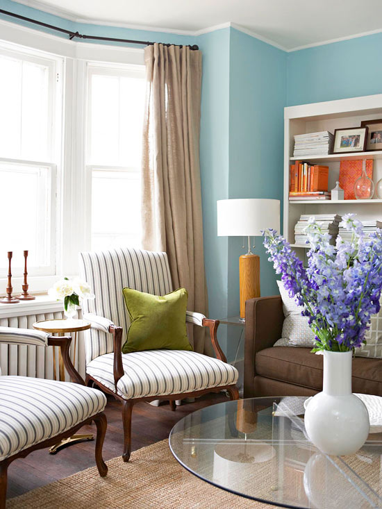http://www.bhg.com/decorating/decorating-photos/living-room/clear-skies