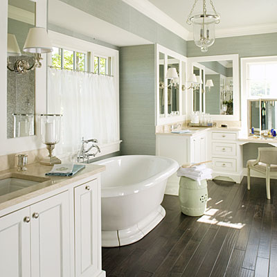 12 absolutely beautiful bathrooms girl in the garage for Classic master bathrooms