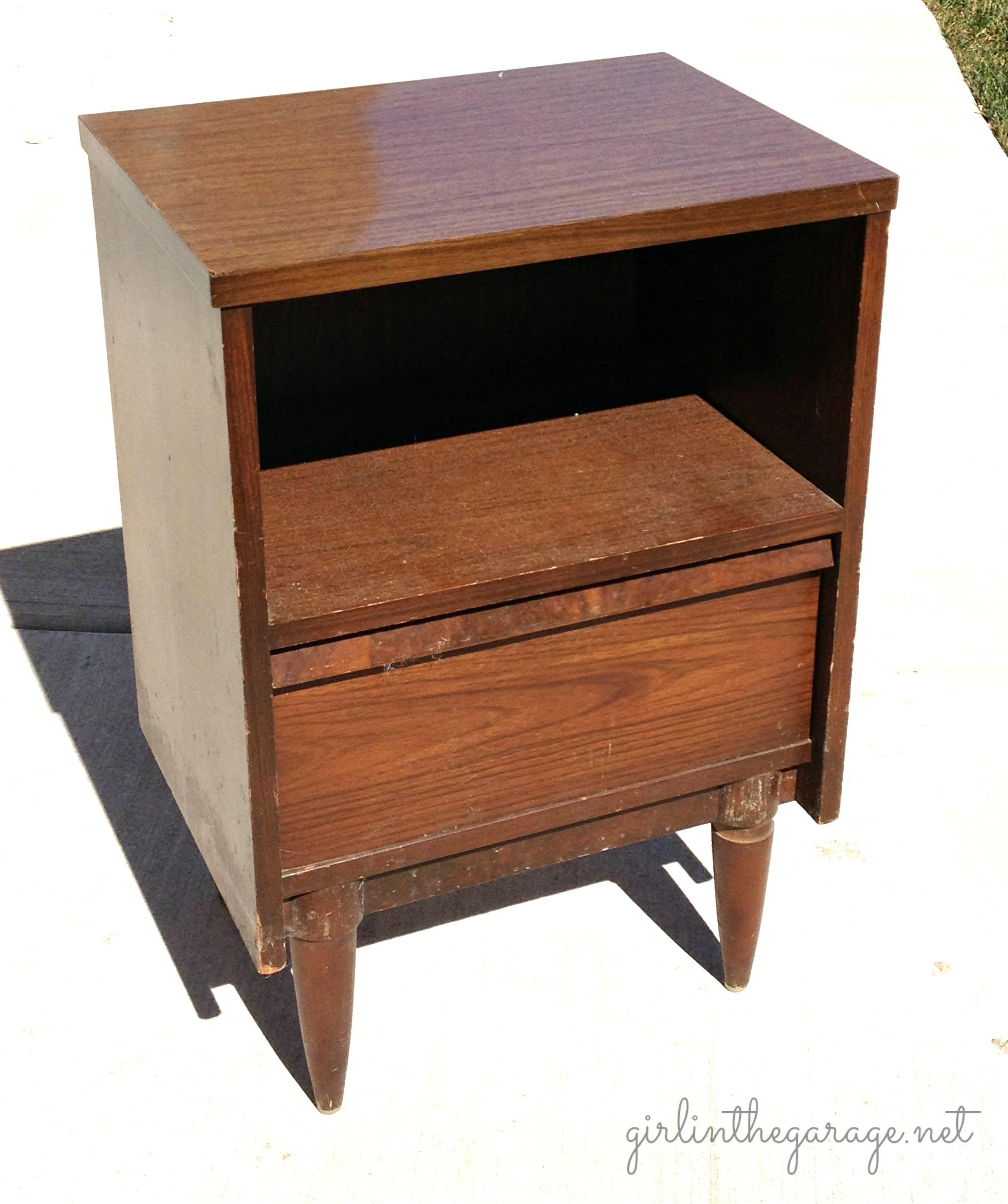 12 Yard Sale Furniture Makeovers on Vintage Furniture Vanity
