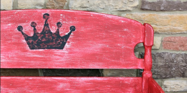 IMG_2076-red-bench-black-crown-FEAT-600x300