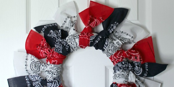 IMG_3154-easy-4th-fourth-of-july-bandana-wreath-FEATwide