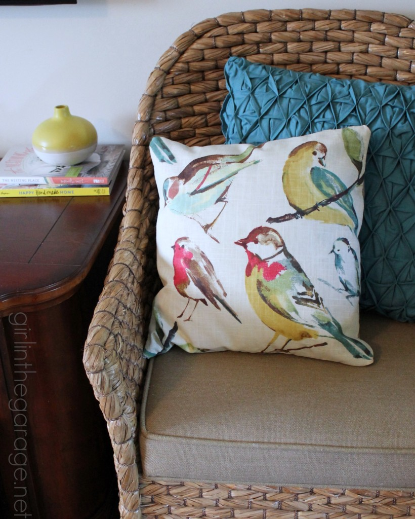 1 Pillow, 2 Looks - How to Make a Double-Sided Pillow Cover (Plus a Giveaway to OnlineFabricStore!)  girlinthegarage.net