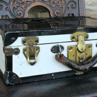 IMG_4776-vintage-suitcase-FEAT
