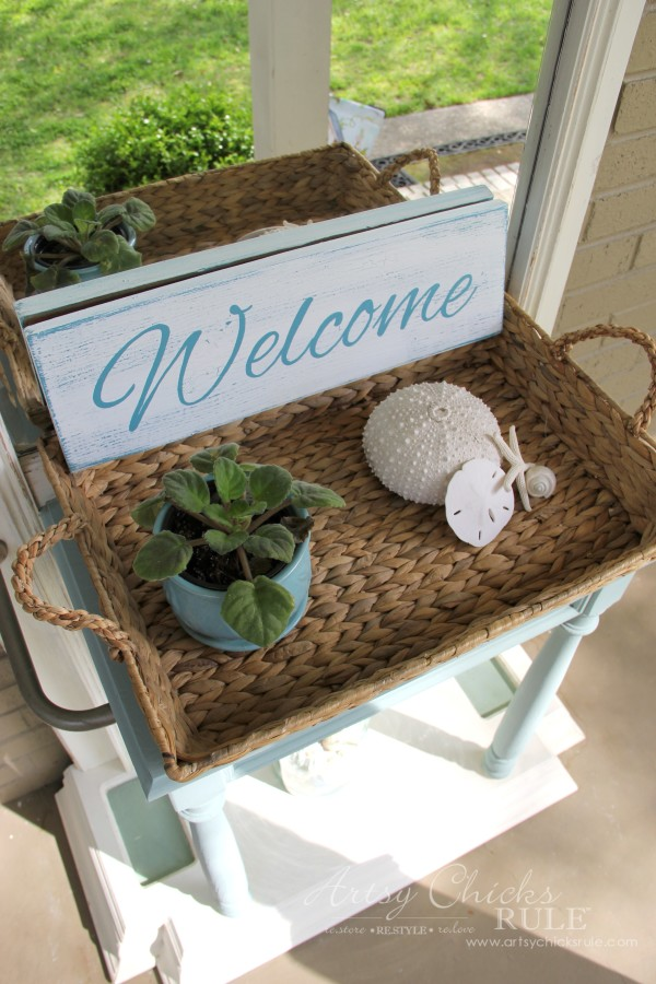 Thrifty DIY Welcome Sign - by Artsy Chicks Rule