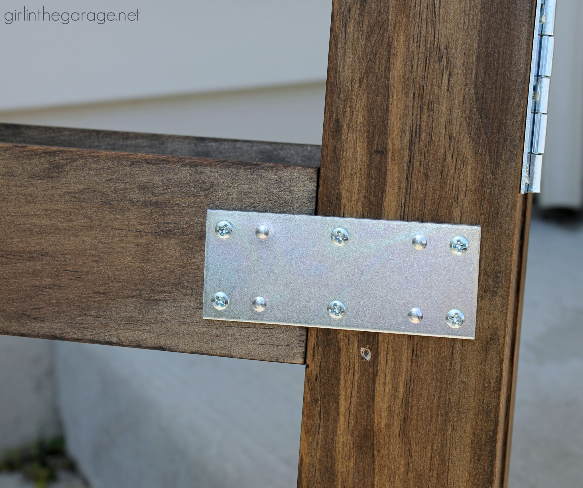 DIY Folding Display with Chicken Wire | Girl in the Garage®