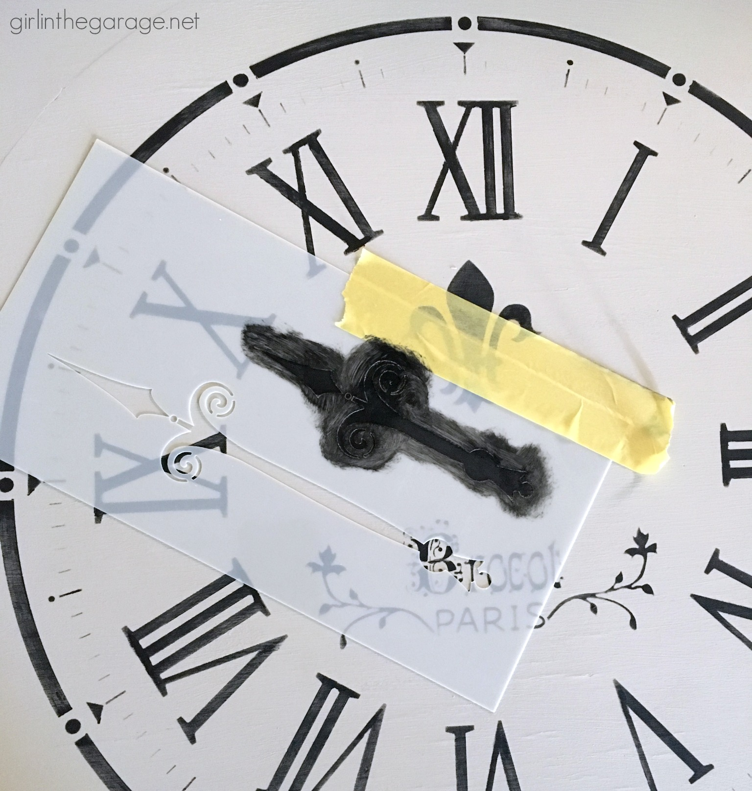 How to stencil a clock on a DIY table makeover with Chalk Paint - Girl in the Garage
