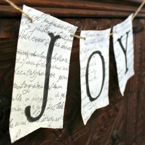 img_6964-diy-joy-fabric-christmas-banner-300