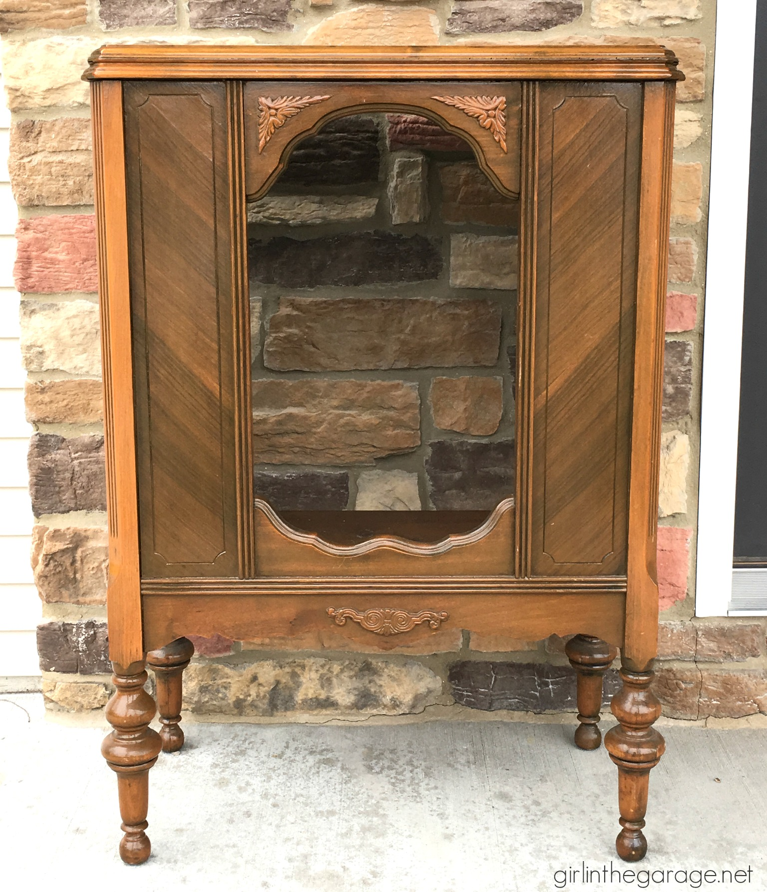 Repurposed antique radio cabinet makeover to bookcase - by Girl in the  Garage - Yard Sale Radio Cabinet Makeover Girl In The Garage®