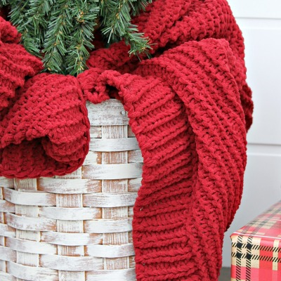 Easy DIY Christmas Tree Basket Stand