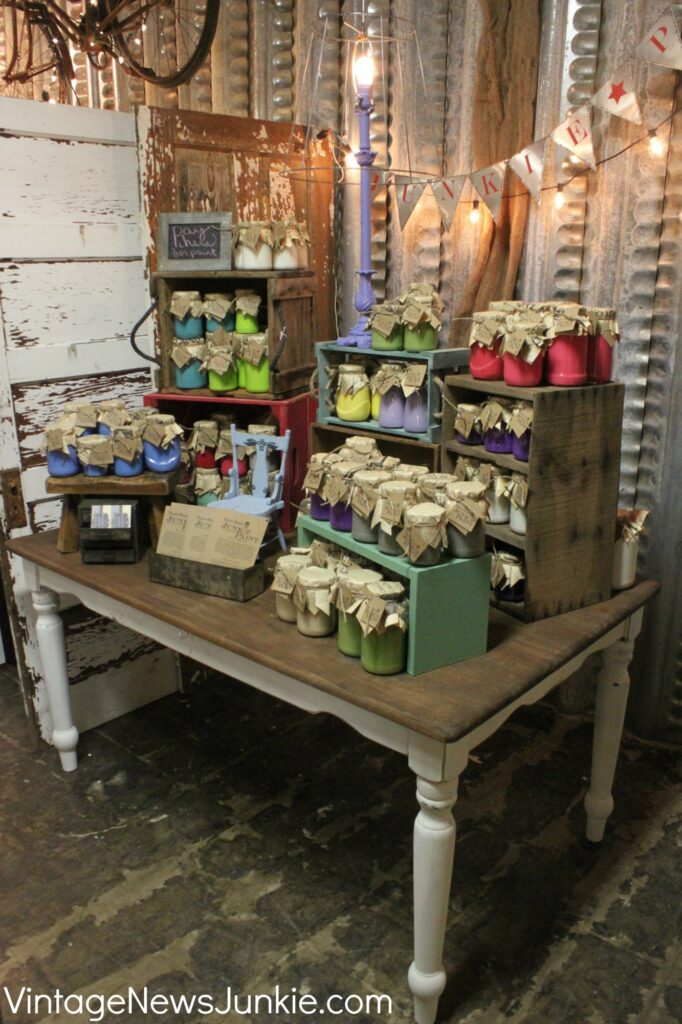 Cute crates and risers for market or fair displays - by Vintage News Junkie